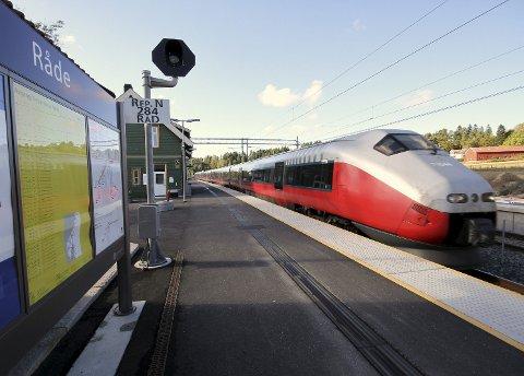 Ta toget: mange opplever å være uten mobildekning på toget, det er ikke bra. foto: espen vinje
