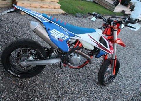 Eieren er fortvilet, og ønsker tips om noen har sett denne motorsykkelen, som ble stjålet i Svinndal natt til søndag.