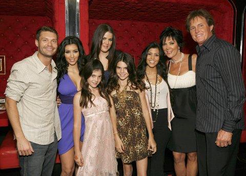 Ryan Seacrest, Kim Kardashian, Kylie Jenner, Khloe Kardashian, Kendall Jenner, Kourtney Kardashian, Kris Jenner og Bruce Jenner i 2007