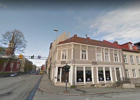 NY RESTAURANT: Sushi Bar stengte i Innherredsveien. Driveren av Sesam Burger på Samfundet håper å åpne den første av flere nye restauranter her. Han vil servere til klokken fire om natten, men flere av naboene har klagd til kommunen.