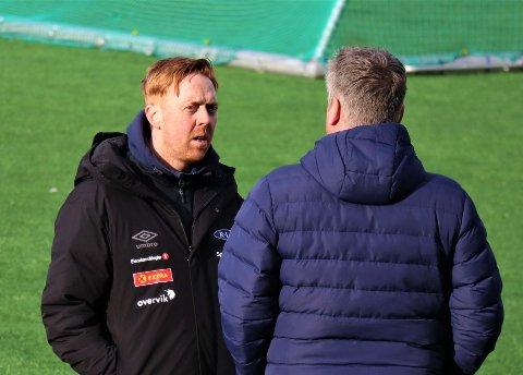 På fredagstreningen var daglig leder Frank Lidahl ute på feltet og snakket med Svein Maalen, dagen etter at Nidaros avslørte at Roar Stokke var ferdig i Ranheim. Ingen av partene var særlig interessert i å utdype før helga.