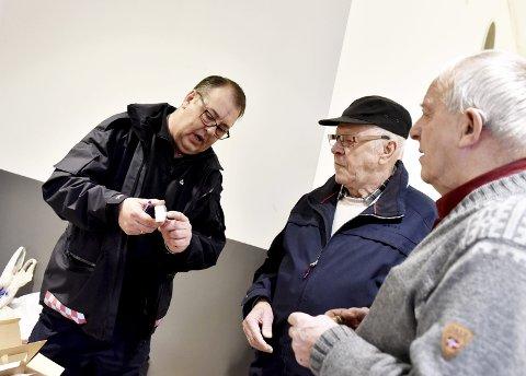 Informerte: Branninspektør Ola Skreden (f.v.) Asbjørn Haugstulen og Oskar Skogen.