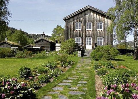 Ullinsvin: Kronprinsparet besøkjer Ullinsvin og galleriopning torsdag 19. september. Arne Brimi med lærlingar vil servere fingermat på tunet.
