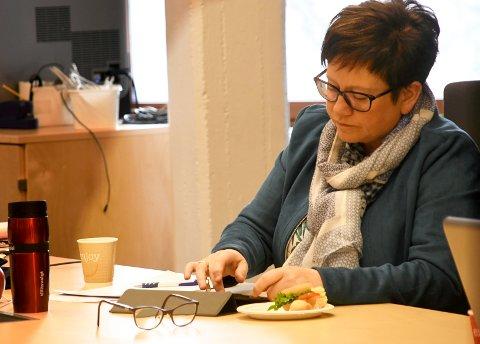 Live Langøygard (Ap) ser helst at kommunestyremøter blir gjennomført fysisk. Ho meiner digitale møter set ein dempar på debatten.