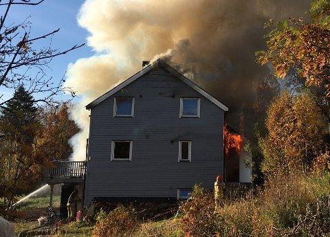 FRYSEBOKS: En fryseboks må ta på seg skylda for brannen i Oscar Larsens vei i Tromsø 1. oktober. Politi og brannvesenets tidligere teori, at en hårføner startet brannen er dermed tilbakevist.