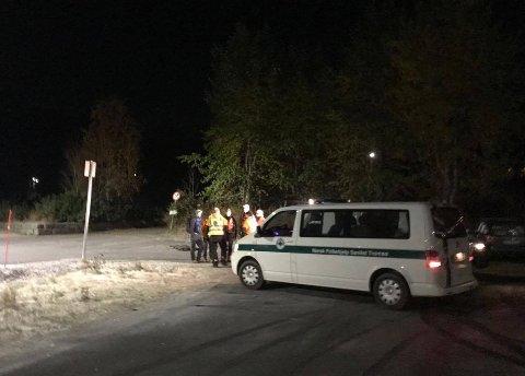 SØKEMANNSKAPER: Letemannskaper fra Norsk Folkehjelp er på plass inne i Trromsdalen. Foto: Andreas B. Høyer