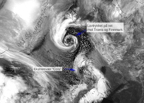 HER KOMMER STORMEN: Lavtrykket er på vei inn mot Tromsø søndag. Det treffer kysten tidlig mandag morgen.