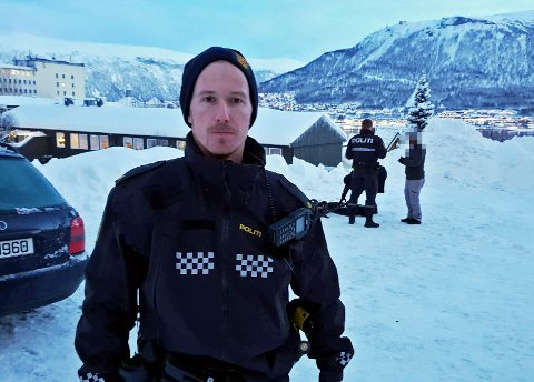 TATT PÅ FERSKEN: Her blir dronen til de to turistene beslaglagt ved St. Elisabeths Hotel på Tromsøya.