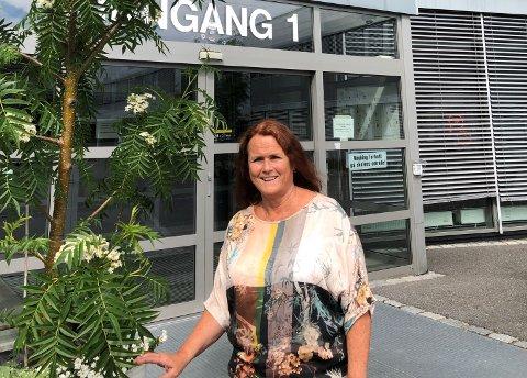 BEKYMRET: Elisabeth Pedersen er avdelingsleder for musikk, dans og drama ved Gjøvik videregående skole. Hun er generelt bekymret for offentlige skoletilbud.