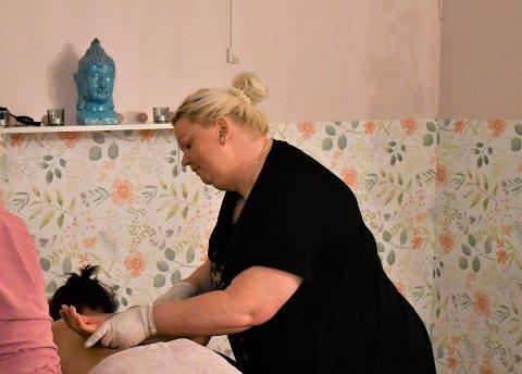 SATSER: Linda Pettersen satser nå på velværesalong i den gamle landhandelen i Landåsbygda.