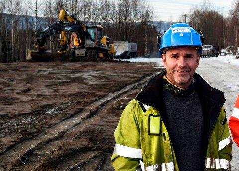 SØKER PÅ NYTT: Henry Ringvold i Dokka Entreprenør håper på rask behandling i Direktoratet for mineralforvaltning slik at han kan komme i gang med masseuttaket igjen  til sommeren.