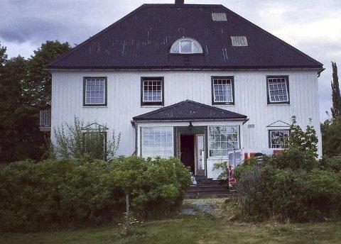Slitt: Sånn så huset ut før oppussingen begynte sommeren 2014. Foto: Privat