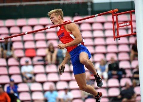 GOD START: Sondre Guttormsen åpnet innenørssesongen med et hopp på 5.66.