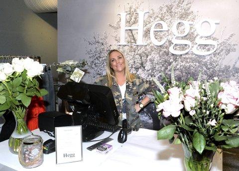 ÅPNET DØRENE: Anja Hegg Nordseth (38) fra Elverum åpnet sin egen butikk torsdag. Her skal hun jobbe sammen med kollegene Malin Hanstad og Beate Brendlien. – Dette har lenge vært en drøm, smiler hun.