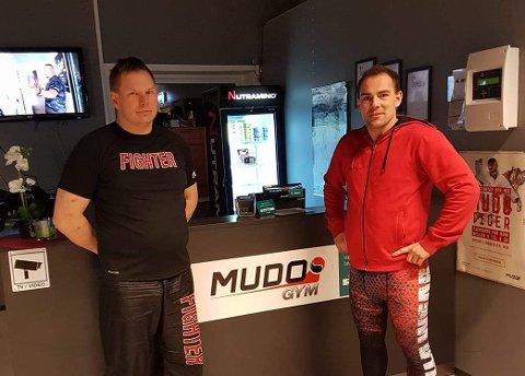 NY DAGLIG  LEDER: Marius Wagenius (til høyre) og  Hugo Hugobakken som er instruktør i kickboksing ved Mudo Gym på Tynset.