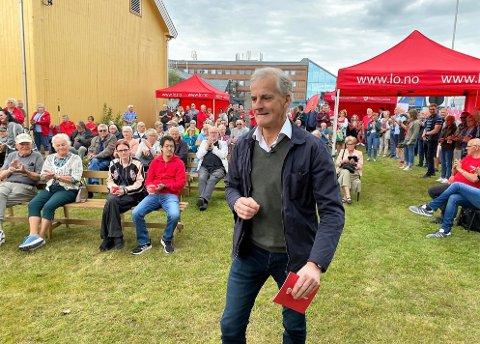 GODT OPPMØTE: Ap-leder Jonas Gahr Støre glad for å kunne starte valgkampen for Ap i Hedmark i parken bak Gråberg.