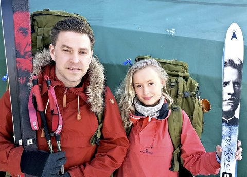 Endelig: Nå er de klare for å starte den lange ferden fra Lindesnes til Nordkapp. Martin Nyhus Svarthol og Marthe Dyrkorn Wiggen gleder seg til å gjennomføre noe de har tenkt på en stund. Foto: Arne Johan Furseth