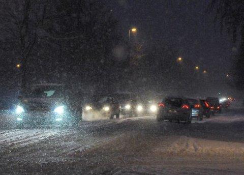 Snøvær og fortsatt kaldt kan gi glatte veger på Østlandet. Foto: Knut Opeide, Statens vegvesen