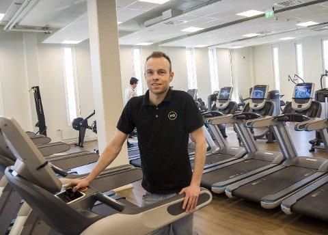 Tom Erik Lukkedal har satset på godt utstyr for trening på HQ.
