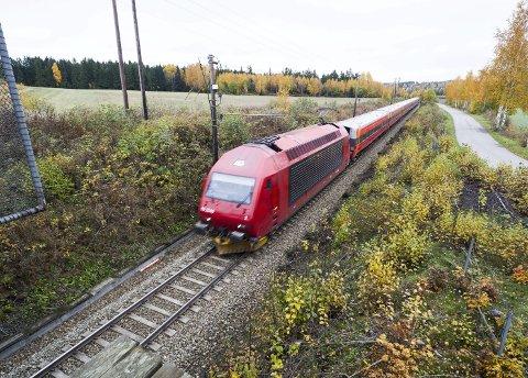 Nye løsninger: Ved å fjerne dagens linjeføring avRandsfjordbanen inn til stasjonen, skaper dette arealer og muligheter inn mot stasjonen.