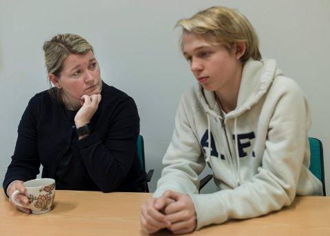 SORG: Rektor Linn S. Forbord og elevrådsleder ved Haugsbygd ungdomsskole, Henrik Frog Mandt.