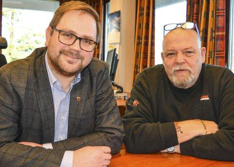 Oppfordring: – Bli med på fakkeltog mot ulveforvaltningen, sier Roger Evjen og Geir Olsen (t.h.)Foto: Anne Enger Mjåland