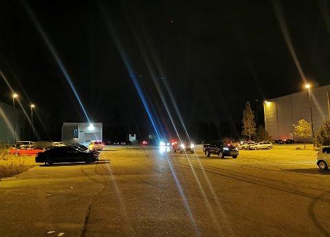 JAGET VEKK: Ved hjelp av helikopter fikk politiet dokumentert aktiviteten på parkeringsplassen på Jessheim før bilene ble jaget vekk.