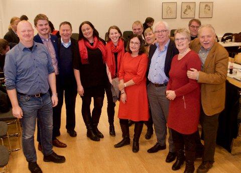 Opposisjonen i Røyken kommunestyre består av Fremskrittspartiet, MDG, SV og Arbeiderpartiet - her i skjønn forening.