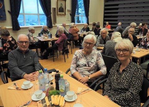 VENNER:  Det er fint å markere eldredagen med venner sier fra venstre Jon Arne og Berit Hole sammen med Torhild Ekeberg.