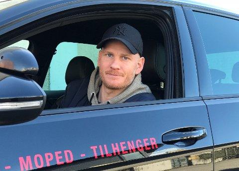 KORONARAMMET:Trafikklærer og daglig leder Tor Magnus Eid ved Sandefjord Trafikkskole har måttet stenge ned kjøreskolen sin. Han kan derfor ikke love elevene sine undervisning eller kjøretimer på bil,MC eller moped i nærmeste fremtid.