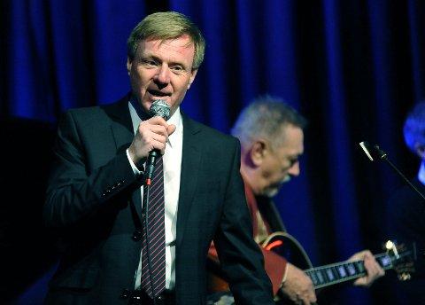 ROMJULSDANS: Til lett slentrende toner skal Per Olaf Toftner, også kjent som Pippo The Crooner jazze ut julen, når han inviterer til romjulsdans i Olavs Salonger onsdag kveld.