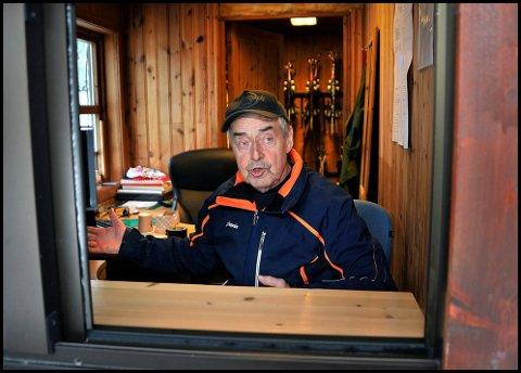 KLAR: Leif Skaar er klar for å ta imot nye gjester til Kjerringåsen Alpinsenter i vinterferien.