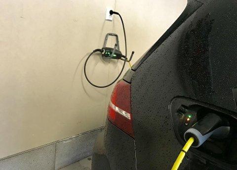 Denne løsningen er nok vanlig hos veldig mange med elbil eller ladbar hybrid. Men den kan få få svært skumle konsekvenser.