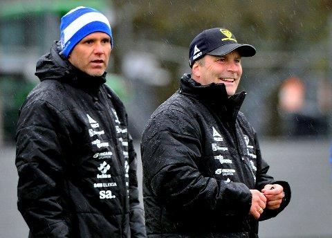 UAKTUELL: Tom Freddy Aune (til venstre) er krystallklar på at han ikke kommer til å etterfølge Geir Bakke som hovedtrener i Sarpsborg 08.