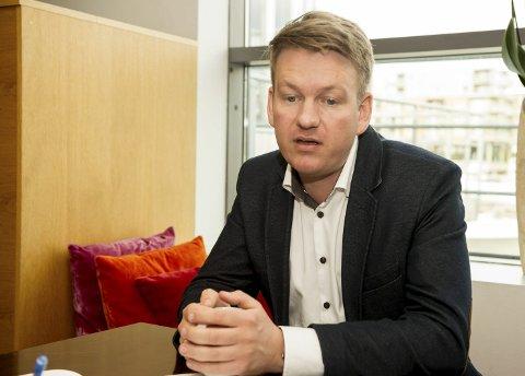 VARSKO: Anders Tyvand (KrF) frykter lærerkrise. FOTO: NTB
