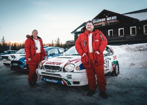 HADDE DET MORO: Erik Engen og kona Linda Irén Tryland sammen med deres nyrestaurerte Toyota Corolla WRC.