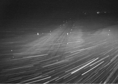 VIKAFJELLET: Sterk vind i morgontimane tysdag (Webcam: Statens vegvesen)