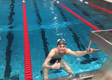– Målet mitt er å bli blant de seks beste svømmerne under ÅM, sier Jørund Kalvenes Drengstig i Sola svømmeklubb.