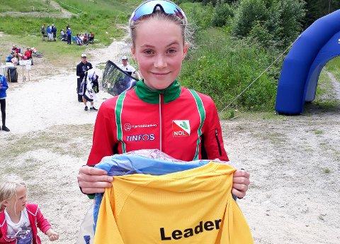 Fornøyd: Her er Synne Sandven med ledertrøya hun tok hjem fra Sørlandsgaloppen. Veldig fornøyd med helgas innsats.
