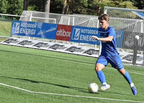 TAR STEG: Espen Hagen (18) fortsetter å ta steg, i følge lagets trener, Magnus Erga. 18-åringen startet sin tredje kamp for sesongen mot Levanger.