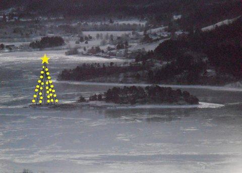 HØYT: Todalspålen eller juletreet som det skal bli, blir omtrent slik, med til sammen 540 meter julelys og en stjerne på fem meter i toppen.