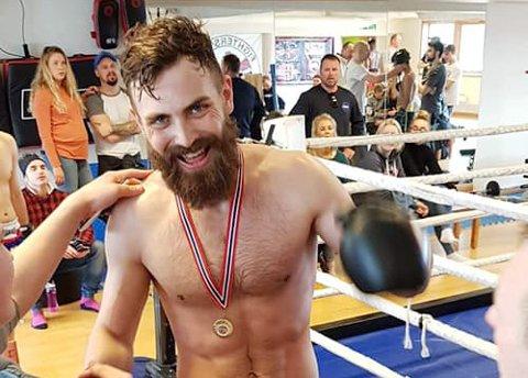 Gullhåp: Magnus Pedersen er blant favorittene når Kristiansund er vertskap for NM i thaiboksing i sommer.