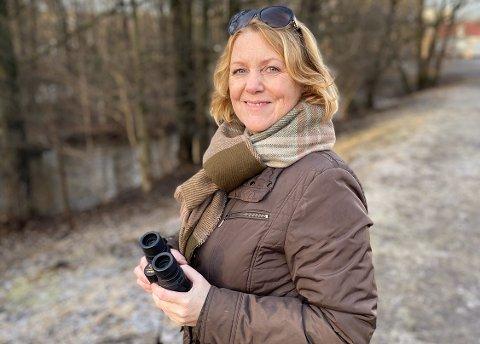 Brit Bildøen har skrevet bok om trekkfugler. Her er hun på fugletur langs Akerselva i Oslo.