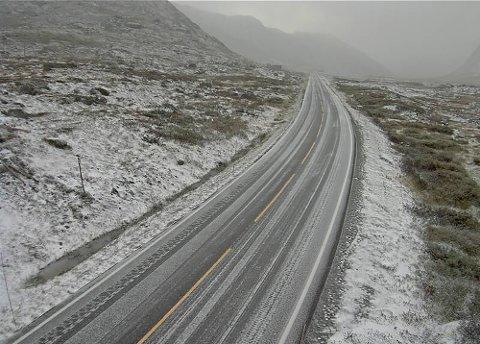 Hemsedalsfjellet 20190916.  Snø på Rv 52 over Hemsedalsfjellet  (1149 moh) mandag morgen. Foto: Statens vegvesens weblamera / NTB scanpix