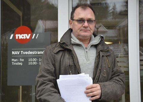 Kurt Egil Jensen: Tvedestrandsmannen har tatt vare på alt av dokumentasjon, etter en nesten to år lang kamp mot NAV for å bli tilkjent uføretrygd. Foto: Olav Loftesnes