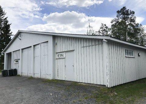Flytter herfra: Den nåværende brannstasjonen er allerede solgt til Einar Stebekk, og blir fraflyttet når nybygget på Myrvang industriområde er ferdig.