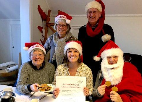 Klare til å lage jul: Bak står Tore Jarl Andersen og Berit Andersen, og foran (f.v.) Annelise Bjermeland, Hege Emilsen og Kararzyna Daniell.