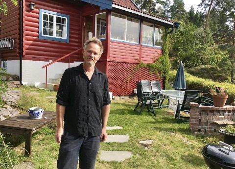 Musiker: Ved siden av karrieren med bandet Gazpacho har Thomas Andersen studio i Oslo og lager musikk til radioreklamer (som «Garderobemannen»). Fra mars til november nyter han og familien hytta, som ligger tjue minutter fra hjemmet.Alle foto: Ann-Turi Ford