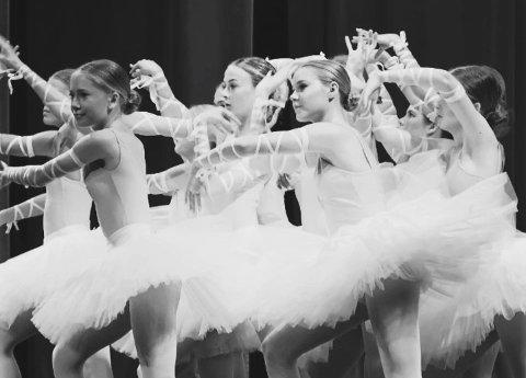 """I 30 år har Nesodden ballettskole eksistert. Det markerer de i helgen med fem forestillinger av «En hyllest til dansen""""."""