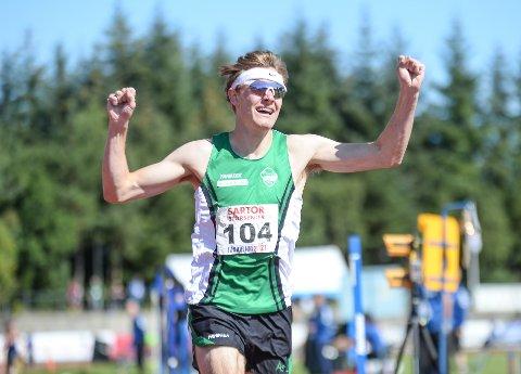 AMPUTERT: Ole Jakob Solbu vant både 800 og 1500 meter på U-20 NM. I helgens UM stiller han bare på 800 meter.
